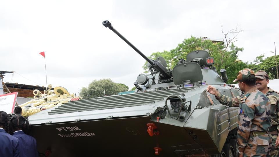 A combat tank on display at the exhibition. (HT PHOTO)
