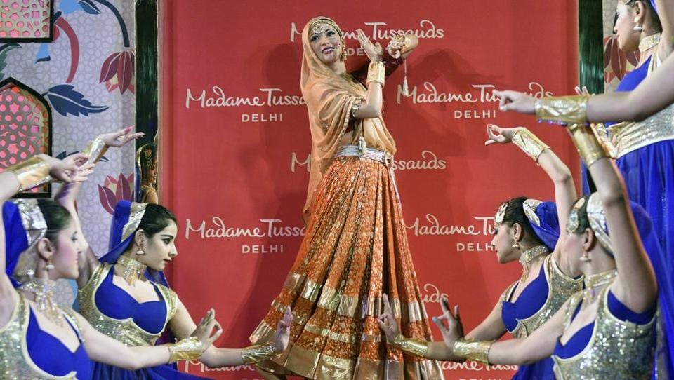 Dancers perform during the unveiling of the Madhubala's wax figure, 'Anarkali' of Hindi cinema by Madame Tussauds in New Delhi on Thursday.  (Mohd Zakir/HT PHOTO)