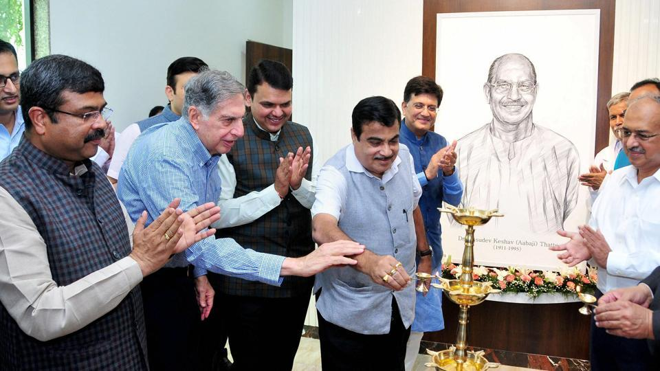 Union minister for road transport and highways Nitin Gadkari with Maharashtra chief minister Devendara Fadnavis and industrialist Ratan Tata at the inauguration of the National Cancer Institute in Nagpur on Sunday.