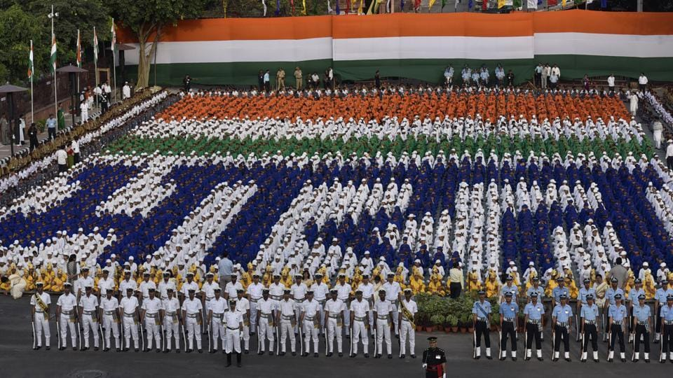 Defence personnel along with school students participated at the full dress rehearsal ahead of the  71st  Independence Day on August 15.  (Raj K Raj/HT PHOTO)