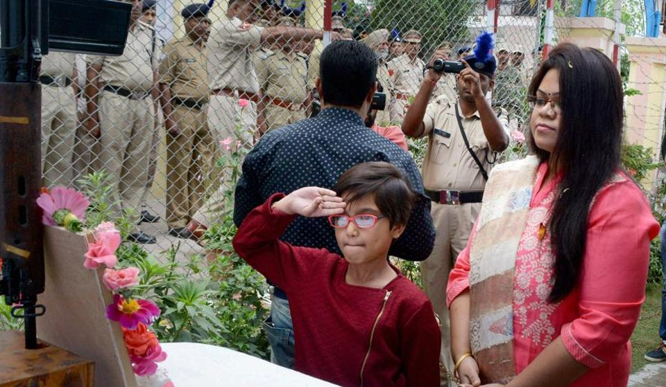 Martyred CRPF Commandant Pramod Kumar' wife Neha Tripathi and six-year old daughter Arna Kumar pay tributes to him after unfurling the Tri-colour during the 71st Independence Day, in Srinagar on Tuesday.
