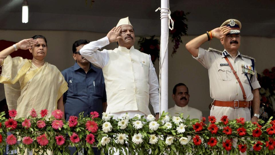 Jharkhand Chief Minister Raghubar Das salutes after hoisting the Tri-colour during Independence Day celebrations at Morhabadi Grounds in Ranchi.  (PTI)