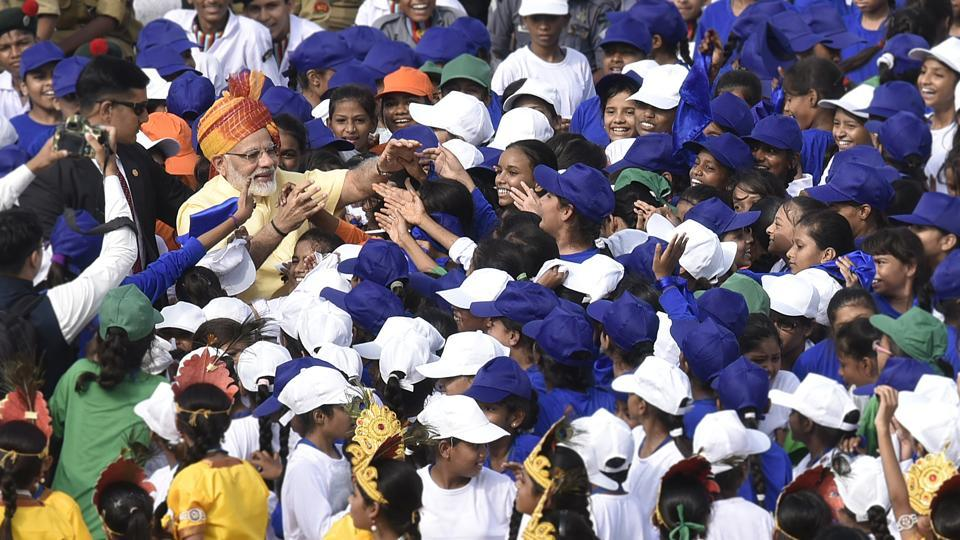 After concluding his speech the Prime Minister then came down to interact with children who had gathered at the Red Fort as part of the official programme. (Raj K Raj / HT Photo)