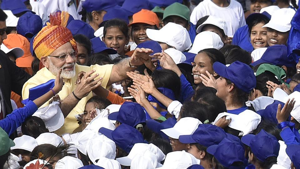Prime Minister Narendra Modi interacts with children during Independence Day celebration at the Red Fort in New Delhi. India celebrates its 71st Independence Day today with the Prime Minister hoisting the tricolor from the ramparts of Red Fort and celebratory programmes held across the country.  (Raj K Raj/HT PHOTO)