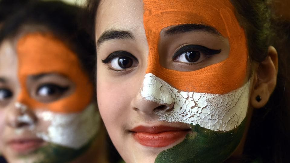 Students paint their faces to resemble the tricolour in celebration of India's 71st Independence Day in New Delhi.  (Arvind Yadav/HT PHOTO)