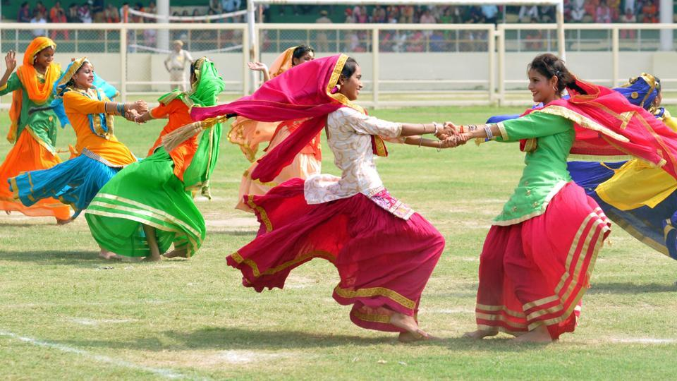 Students perform bhangra during Independence Day celebrations at Guru Gobind Singh Stadium in Jalandhar.  (Pradeep Pandit/HT Photo)