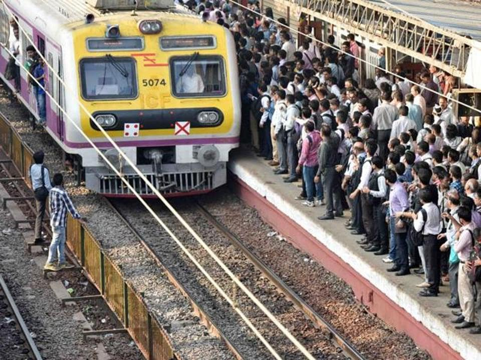 Mumbai,Central Railway,doors