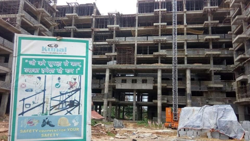 Three construction workers die in hoist crash at IIT