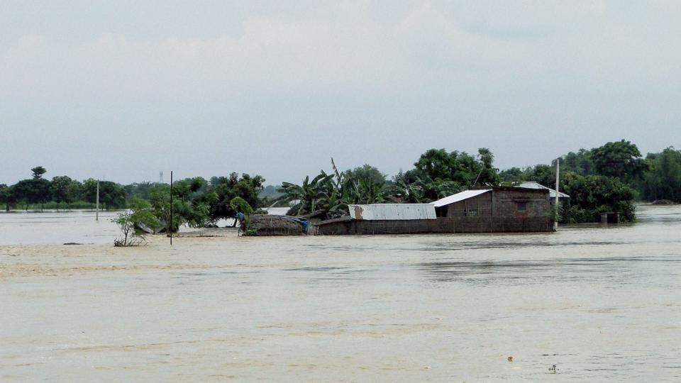Kosi swells,Saharsa panic,Thousands on embankment