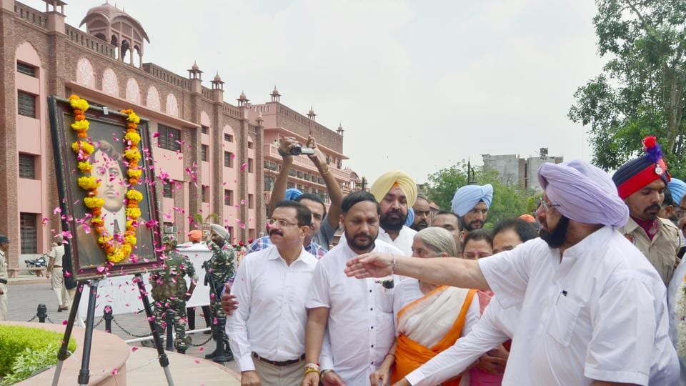 Punjab chief minister Captain Amarinder Singh on Thursday inaugurated the Partition Museum in Amritsar in a tribute to millions of people who lost their lives when Pakistan was carved out of India and called for learning lessons from history to ensure such sad events do not occur again. (Sameer sehgal/HT)