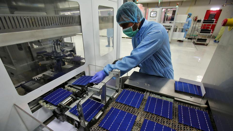 Solar energy also offers an opportunity for around 304 million Indians who don't have access to electricity. India has a 750 gigawatt potential on account of enjoying 300 sunny days a year with an average solar radiation range of 4-7 per kilowatt-hour.  (Ajay Verma/REUTERS)