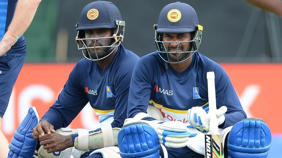Upul Tharanga (R) and Angelo Mathews watch other players during the session in Dambulla. (AFP)