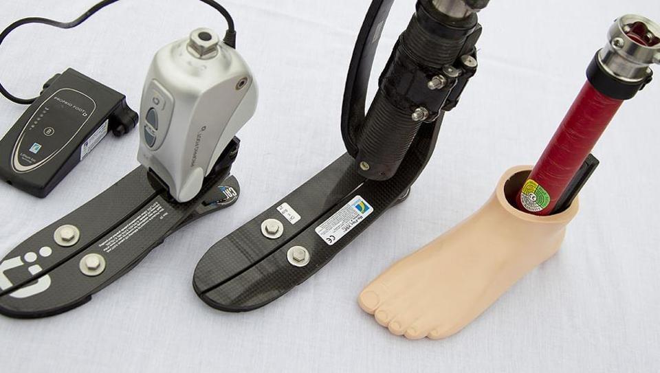 prosthetic,prosthetic limb,airport