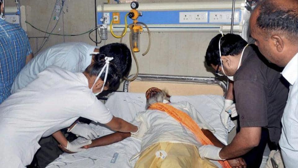 Kalinga Utkal express derails in Muzaffarnagar, 10 dead, more than 100 injured