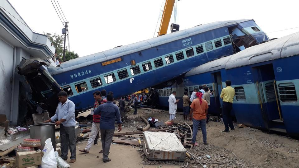 Restoration work continued on Sunday after the Utkal Express derailed in Khatauli on Saturday evening. (Chahat Ram / HT photo)