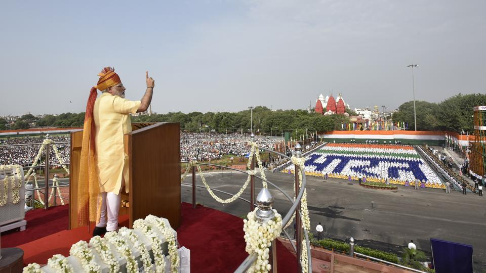 Prime Minister Narendra Modi addresses the nation during Independence Day celebrations from the ramparts of Red Fort in New Delhi  on August 15. From the tragic U.P train derailment which killed more than 20 people on Saturday to India 71st Independence Day celebrations,; a selection of top photos across the country.  (Raj K Raj/HT PHOTO)