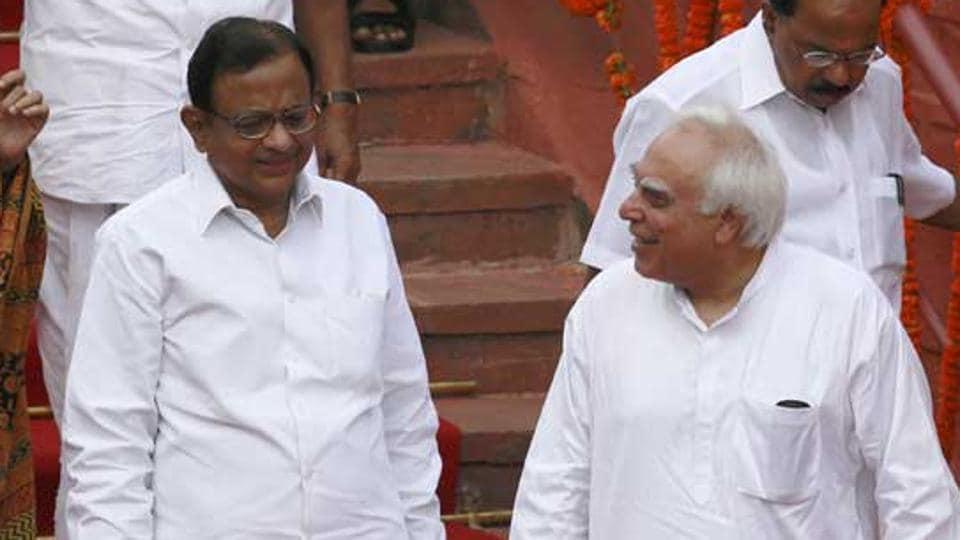Congress,twitter unfollow,kapil sibal