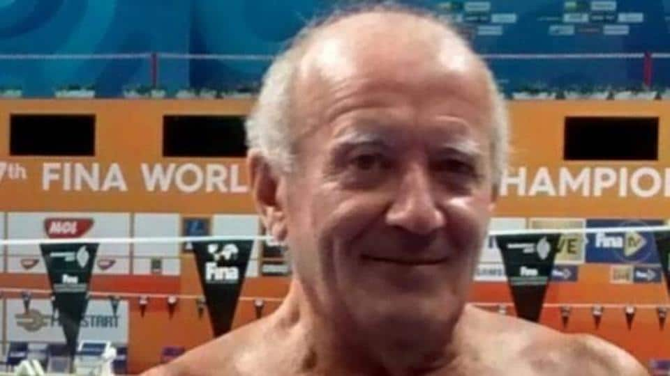 Swimmer abandons race for wonderful Barcelona tribute
