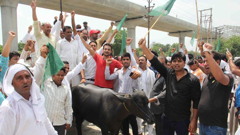 Noida,land acquisition,protest