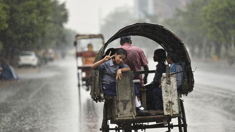 Noida,rainfall,temperature