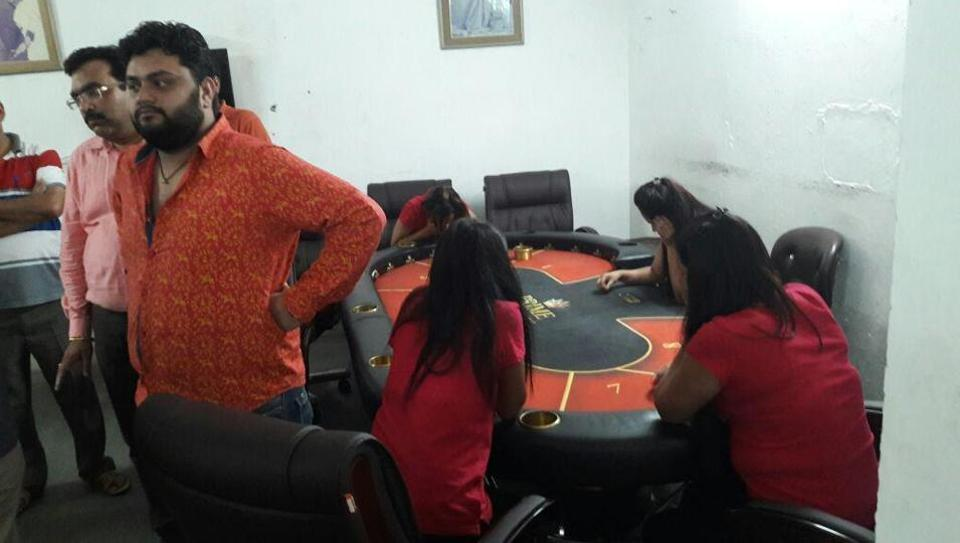 Cops nab 30 for running illegal casino