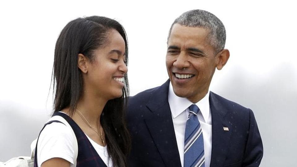 8a281ee616e Obama s daughter Malia spotted moving into Harvard dorm. Guess who ...