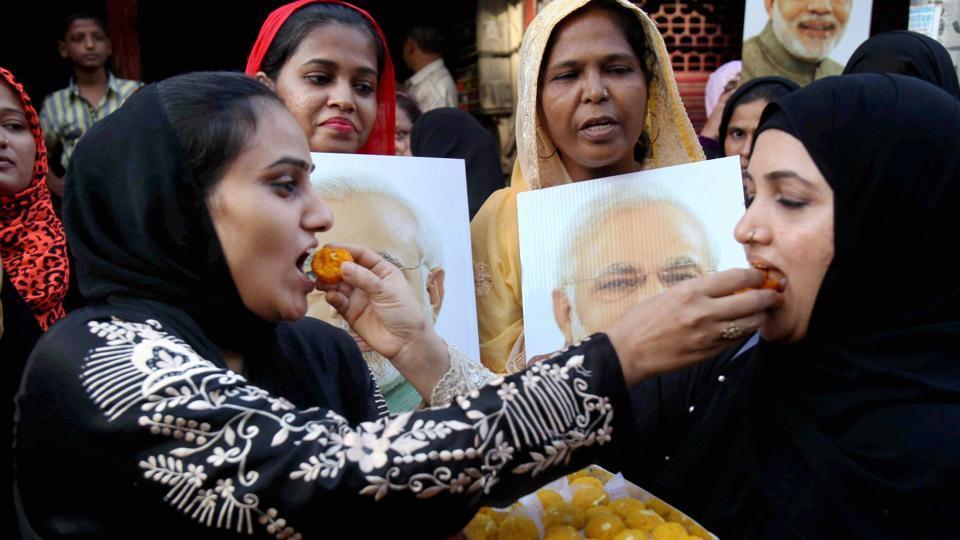 Muslim women celebrate the Supreme Court decision at Mumbai on Tuesday.