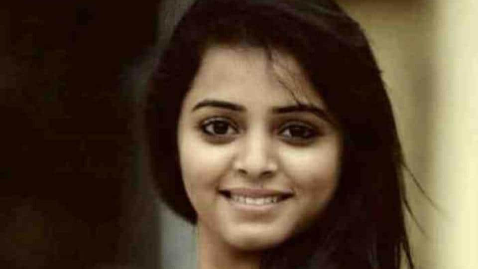 Rachana has acted in TVshows such as Mahanadi. She was with Jeevan and other friends when their car collided with a truck.