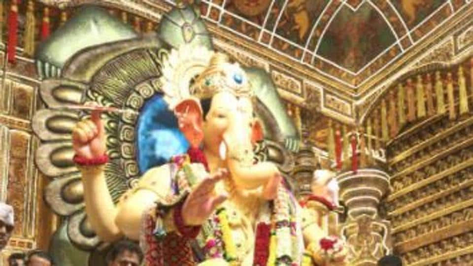 ganesh chaturthi 2017 ajay devgn visits lalbaugcha raja celebs say
