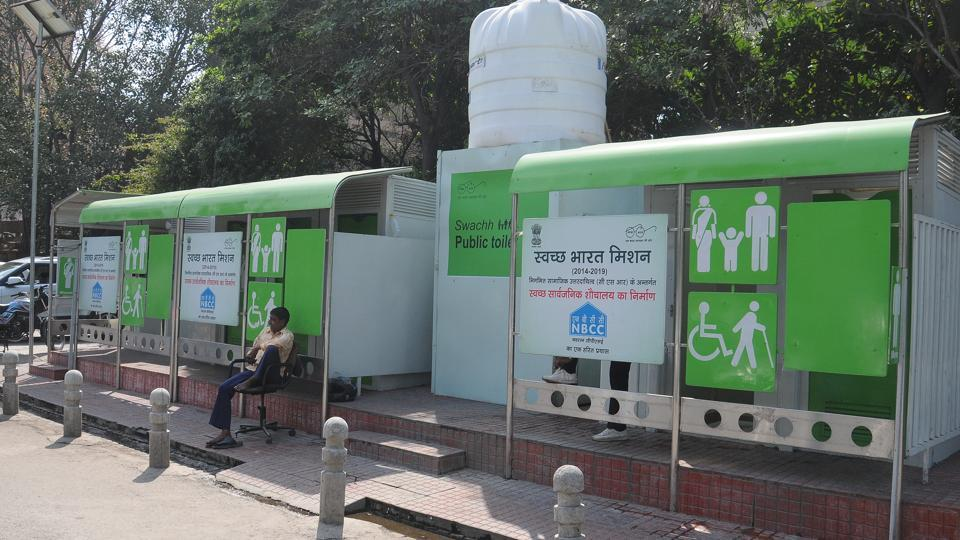 Toilets,public toilet,traffic police