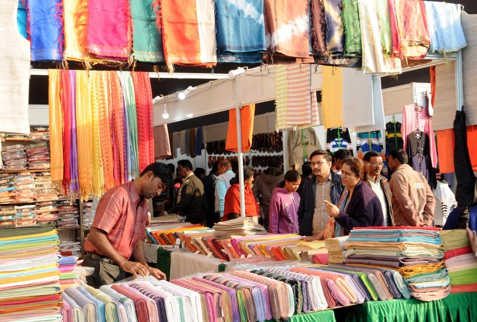 અમદાવાદમાં ગુજરાત સરકાર યોજિત નવરાત્રી હસ્તકલા અને ખાદીમેળો શરુ