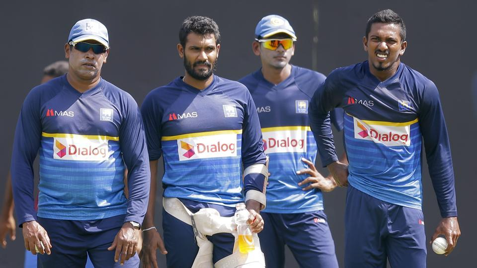 Chaminda Vaas oversees bowling preparations along with Vishwa Fernando. (AP)