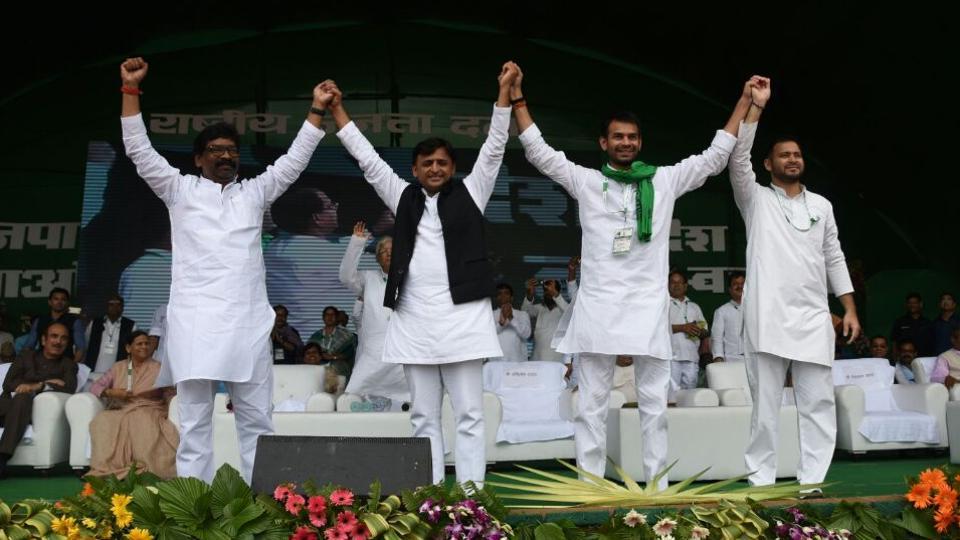 (Left to right) Hemant Soren, Akhilesh Yadav, Tej Pratap Yadav and Tejashwi Prasad Yadav at the RJD rally in Patna on Sunday. (HT photo / Santosh Kumar)
