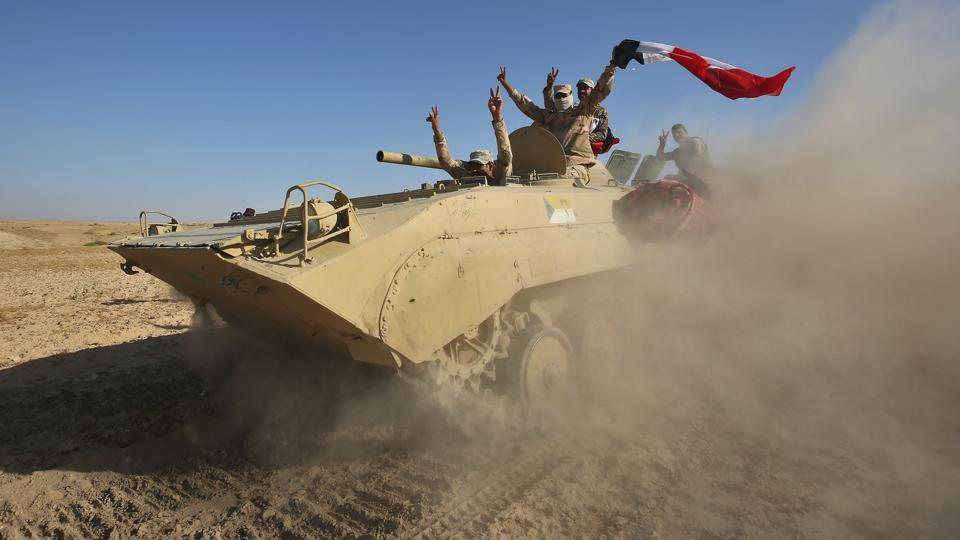 Iraqi forces backed by the Hashed Al-Shaabi advance towards the town of Tal Afar, west of Mosul, after the Iraqi government announced the beginning of the operation to retake it from the control of the Islamic State (IS) group on August 22, 2017. From Iraq conflict to the Great American eclipse, photos of the week from around the globe.  (Ahmad Al Rubaye/ AFP)