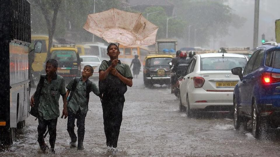 3 teams of NDRF stationed in Mumbai put on alert and two additional teams have been moved from Pune to Mumbai. Colaba weather bureau records 152 mm of rain between Monday and Tuesday mornings -- the highest rainfall this year (Nilofer Khan / HT Photo)