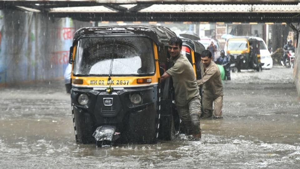 Autorickshaws wade through a water logged passage near Andheri Subway. The weather bureau's forecast had alerted citizens of heavy to very heavy rainfall through the day. (Sashi Kashyap / HT Photo)