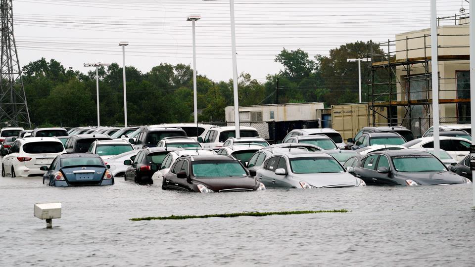 hurricane harvey donald trump surveys devastated texas as storm rages on world news. Black Bedroom Furniture Sets. Home Design Ideas