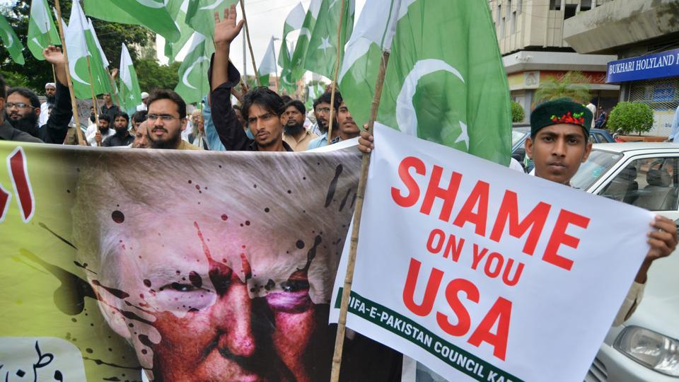 Supporters of the Defence of Pakistan Council, a coalition of around 40 religious and political parties, protesting against US President Donald Trump, Karachi, August 25, 2017