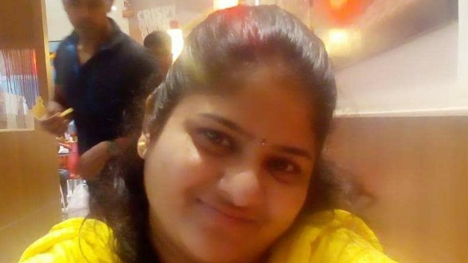 Deepali Bansode Jadhav, 29, who worked at a billing counter at one of the retail outlets at Korum Mall, asked Vishal to pick her up