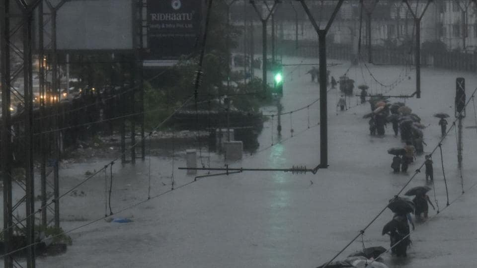 Mumbai floods,Death,Heart attack
