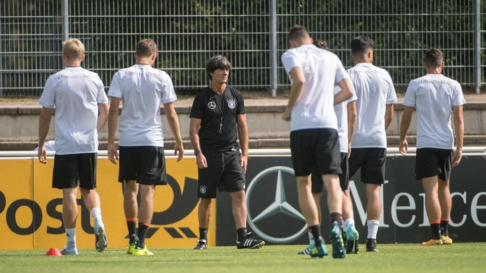 Joachim Loew (C) looks on during a training session of the German national football team ahead of the FIFA World Cup 2018.