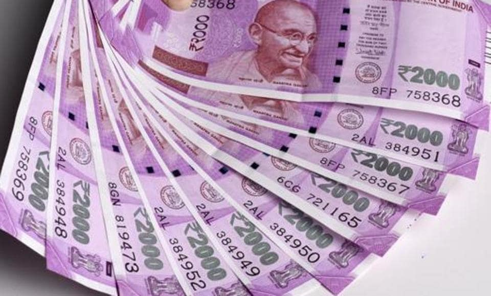 A view of new 2000 Currency note in New Delhi, India, on Thursday, December 1, 2016.