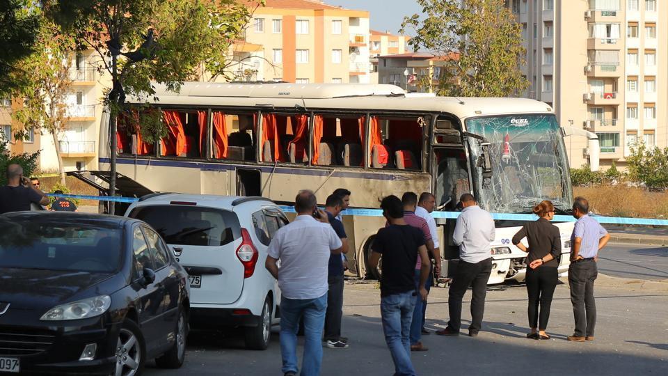 Turkey,bomb blast in Izmir,bus carrying priosn guards