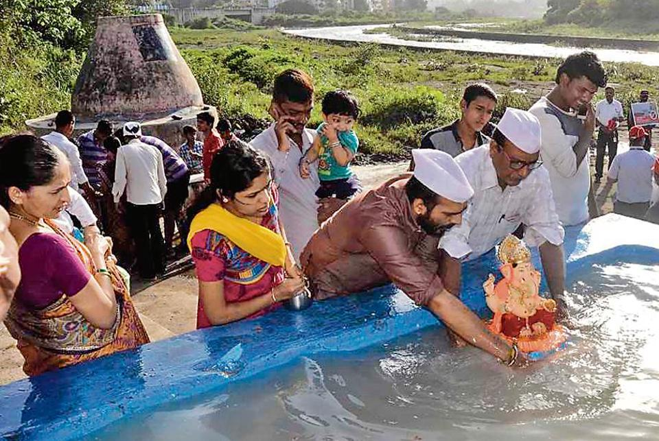 At Baba Bhide bridge in Deccan Gymkhana , PMC staffer Rahul Salunke was monitoring the number of idols being immersed in one of the artificial tanks. At the tank that he was monitoring, around 400 Ganesh idols were immersed till 8pm on Thursday night.