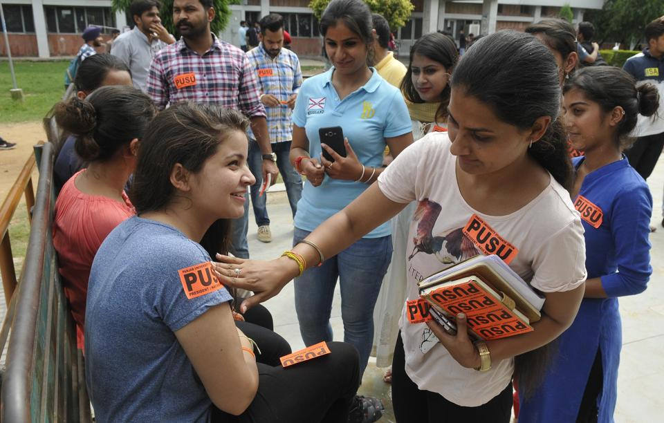 Students campaigning for Panjab University Student Union on the Sector-25 campus at Panjab University. The Panjab University campus students council (PUCSC) election have been scheduled for September 7. (HT Photo)