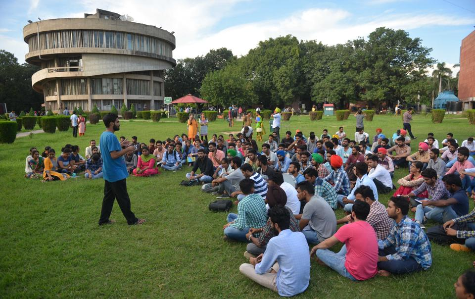 Members of the SFS during the general body meeting at Student Centre, Panjab University. Dressed casually like any other college-goer, they come across as regular students. Members of the Students for Society are steeped in leftist ideology and only hardcore student activism defines their character in the run up to Panjab University Campus Student Council elections.  (karun sharma/ht)