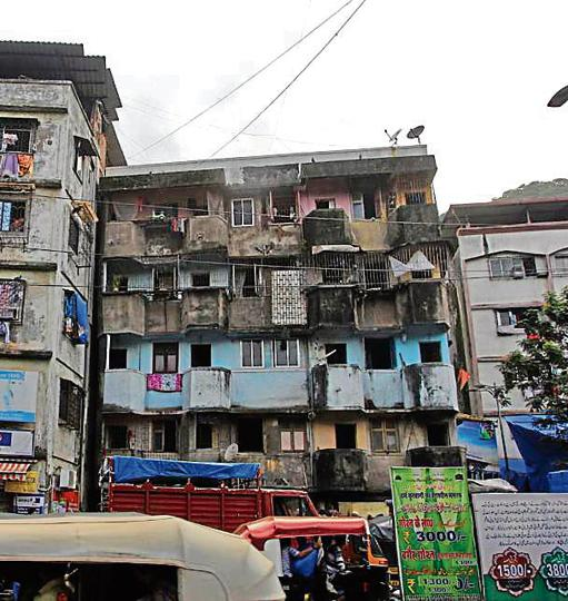 33-year-old building in Mumbai suburb begins to tilt ...