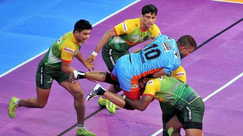 Bengal Warriors' late comeback left Patna Pirates licking their wounds after their Pro Kabaddi League match on Friday.