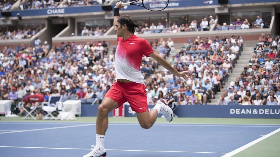 Roger Federer of Switzerland plays Mikhail Youzhny of Russia during their second-round men's singles match during the U.S. Open in New York, Aug. 31, 2017.