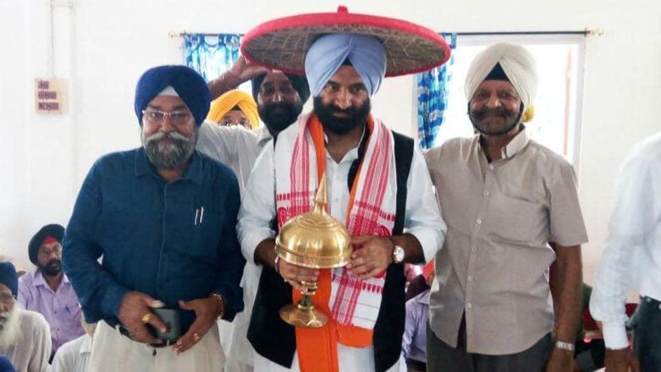 Manjinder Singh Sirsa (with scarf) of Delhi Shiromani Gurdwara Management Committee, during his visit to Assam.